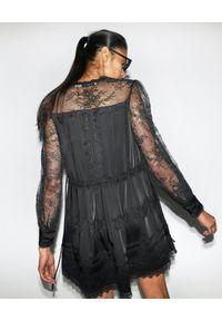 SELF PORTRAIT - Czarna sukienka mini z koronką. Kolor: czarny. Materiał: koronka. Wzór: koronka. Typ sukienki: rozkloszowane. Styl: elegancki, retro. Długość: mini