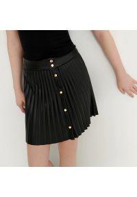 House - Plisowana spódnica mini - Czarny. Kolor: czarny