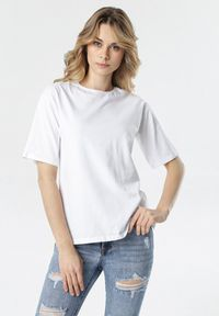 Biały t-shirt Born2be