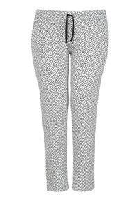 Biała piżama Zhenzi w kropki