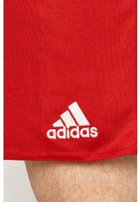 adidas Performance - Szorty. Okazja: na co dzień. Kolor: czerwony. Styl: casual