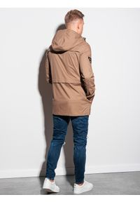 Beżowa kurtka Ombre Clothing na wiosnę