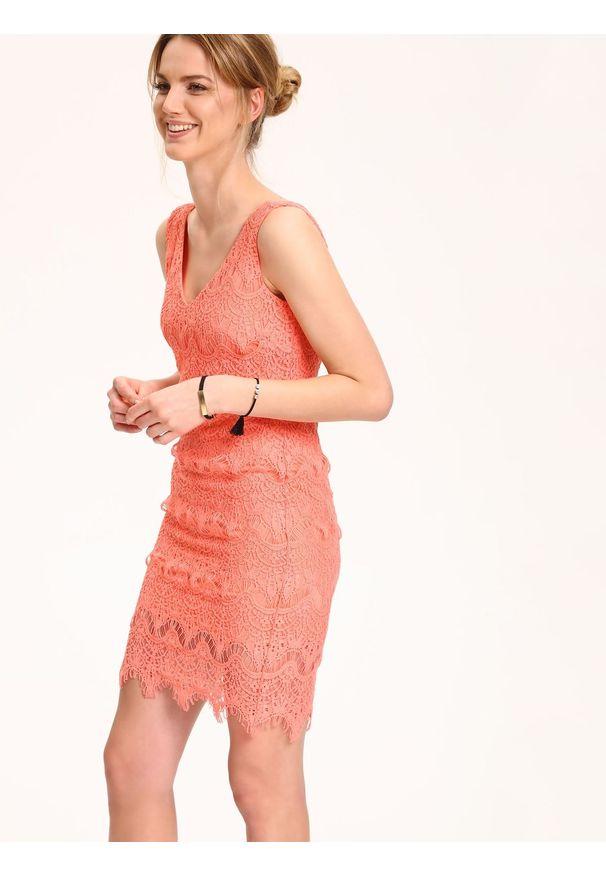 Różowa sukienka TOP SECRET na ramiączkach, w koronkowe wzory