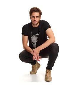 Czarny t-shirt TOP SECRET z nadrukiem, z krótkim rękawem, krótki