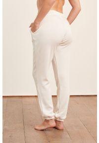 Etam - Spodnie piżamowe LEROY. Kolor: beżowy. Materiał: dzianina