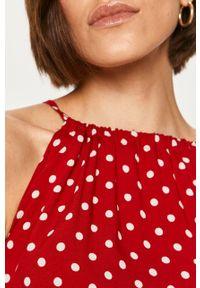 Czerwona sukienka ANSWEAR asymetryczna, midi, w grochy, na ramiączkach