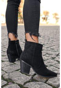 Casu - Czarne botki kowbojki na szerokim słupku casu j20x6/b. Kolor: czarny. Obcas: na słupku