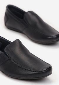 Born2be - Granatowe Mokasyny Cretolos. Wysokość cholewki: przed kostkę. Nosek buta: okrągły. Zapięcie: bez zapięcia. Kolor: niebieski. Materiał: skóra. Szerokość cholewki: normalna. Styl: klasyczny