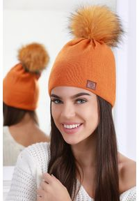 Pomarańczowa czapka IVET elegancka