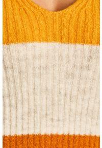 Złoty sweter Vila