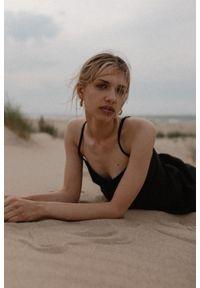 Marsala - Lniana sukienka na cienkich ramiączkach w kolorze czarnym - COSTA BY MARSALA. Kolor: czarny. Materiał: len. Długość rękawa: na ramiączkach. Sezon: lato. Typ sukienki: proste. Styl: elegancki. Długość: mini