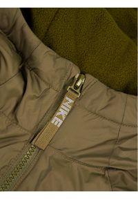 Nike Kurtka przejściowa Jeune 939556 Zielony Standard Fit. Kolor: zielony. Materiał: puch