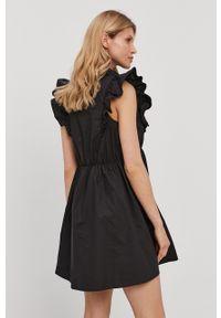 Patrizia Pepe - Sukienka. Kolor: czarny. Materiał: tkanina. Wzór: gładki. Typ sukienki: rozkloszowane