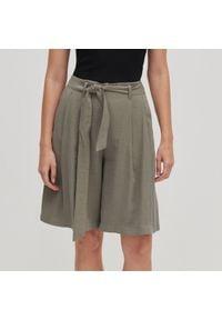 Reserved - Szerokie szorty bermudy - Khaki. Kolor: brązowy