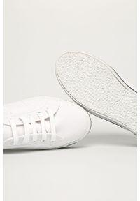 Białe tenisówki Superga na średnim obcasie, z cholewką, na sznurówki