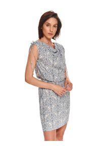 TOP SECRET - Krótka sukienka w drobny wzór, z kaskadowym dekoltem. Kolor: biały. Materiał: tkanina. Długość rękawa: na ramiączkach. Długość: mini