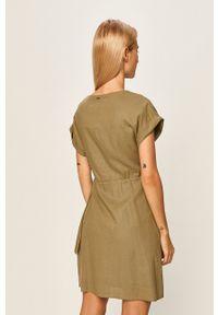 Pepe Jeans - Sukienka Julieta. Kolor: zielony. Materiał: tkanina. Długość rękawa: krótki rękaw