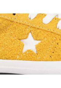 Żółte półbuty Converse na płaskiej podeszwie, z cholewką