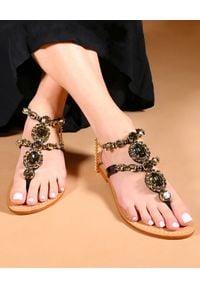 MYSTIQUE SHOES - Czarne sandały z kryształami Waialua. Zapięcie: pasek. Kolor: czarny. Materiał: zamsz. Wzór: aplikacja, paski