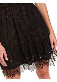 TOP SECRET - Rozkloszowana sukienka z aplikacją. Kolor: czarny. Materiał: koronka, materiał. Długość rękawa: krótki rękaw. Wzór: aplikacja. Sezon: zima. Styl: wizytowy