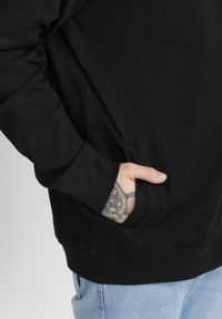 Czarna bluza rozpinana Born2be