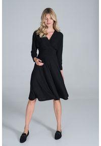 Figl - Sukienka z Kopertowym Dekoltem z Prążkowanej Dzianiny - Czarna. Kolor: czarny. Materiał: dzianina, prążkowany. Typ sukienki: kopertowe