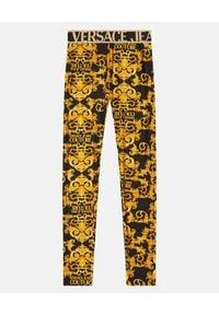 Versace Jeans Couture - VERSACE JEANS COUTURE - Leginsy z nadrukiem barokowym. Kolor: czarny. Materiał: materiał. Wzór: nadruk