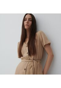 Reserved - Sukienka z wiskozy i lnu - Beżowy. Kolor: beżowy. Materiał: len, wiskoza