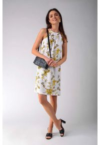 Żółta sukienka wizytowa Nommo trapezowa, w kwiaty