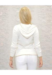 Deha - DEHA - Biała bluza z kapturem. Okazja: na co dzień. Typ kołnierza: kaptur. Kolor: biały. Materiał: dzianina, bawełna. Wzór: aplikacja. Styl: klasyczny, sportowy, casual