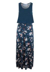 Długa sukienka shirtowa warstwowa bonprix ciemnoniebieski w kwiaty. Kolor: niebieski. Wzór: kwiaty. Długość: maxi