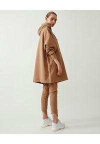 MMC STUDIO - Dopasowane spodnie Knit. Kolor: beżowy. Materiał: dzianina, bawełna. Styl: sportowy
