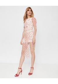 ALICE MCCALL - Różowa sukienka Stardust. Okazja: na wesele, na ślub cywilny, na plażę, na imprezę. Kolor: różowy, fioletowy, wielokolorowy. Wzór: aplikacja. Sezon: lato. Styl: klasyczny. Długość: midi