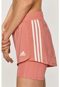 Różowe szorty adidas Performance z aplikacjami, na co dzień, sportowe
