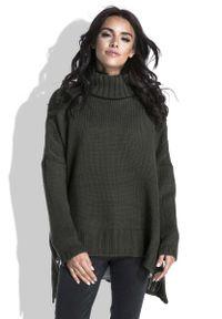 Oliwkowy sweter asymetryczny Fobya z golfem