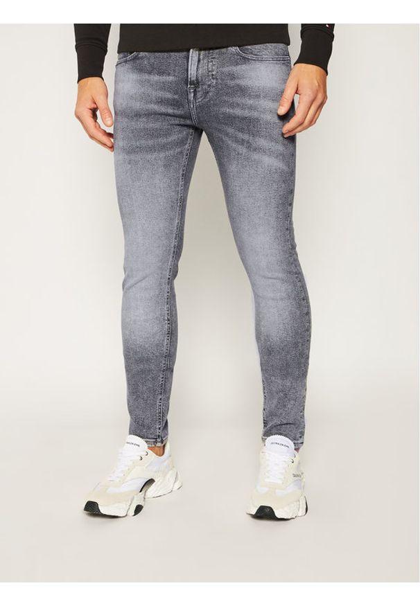 Guess Jeansy Super Skinny Fit Chris M0YA27 D4381 Szary Super Skinny Fit. Kolor: szary. Materiał: jeans