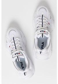 Białe sneakersy Fila na sznurówki, z okrągłym noskiem