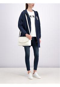 Niebieska kurtka przeciwdeszczowa DKNY