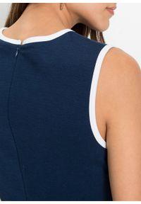 Sukienka z dżerseju z kontrastową lamówką bonprix ciemnoniebiesko-biały. Kolor: niebieski. Materiał: jersey. Długość rękawa: bez rękawów. Styl: elegancki