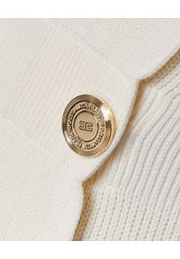 Biała sukienka mini Elisabetta Franchi na wiosnę, z odkrytymi ramionami