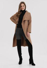 Beżowy płaszcz Born2be