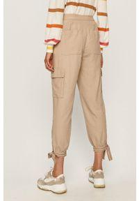 Beżowe spodnie materiałowe Tommy Jeans