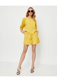 THECADESS - Żółte spodenki Palermo. Stan: podwyższony. Kolor: żółty. Materiał: tkanina. Styl: elegancki