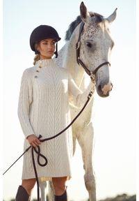 MOE - Sukienka z Golfem i Guzikami - Beżowa. Typ kołnierza: golf. Kolor: beżowy. Materiał: poliamid, akryl