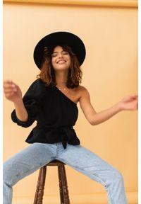 Marsala - Asymetryczny top z muślinu w kolorze czarnym - SIENA BY MARSALA. Kolor: czarny. Materiał: jeans, tkanina, materiał, bawełna. Styl: klasyczny