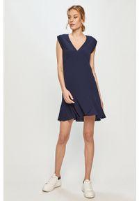 Pepe Jeans - Sukienka. Kolor: niebieski. Materiał: tkanina. Wzór: gładki. Typ sukienki: rozkloszowane