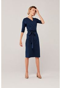 Marie Zélie - Sukienka Filomena granatowa. Typ kołnierza: dekolt kopertowy. Kolekcja: moda ciążowa. Kolor: niebieski. Materiał: bawełna, dzianina, materiał, elastan, tkanina, skóra. Typ sukienki: proste, kopertowe. Styl: klasyczny, młodzieżowy