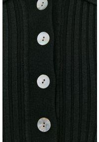 Samsoe & Samsoe - Samsoe Samsoe - Sukienka. Kolor: czarny. Materiał: wiskoza, dzianina, materiał, poliester. Długość rękawa: krótki rękaw. Typ sukienki: rozkloszowane