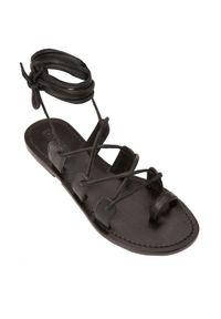 MYSTIQUE SHOES - Czarne sandały wiązane na rzemienie Santa Barbara. Zapięcie: pasek. Kolor: czarny. Wzór: paski
