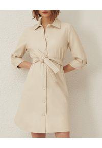 Marella - MARELLA - Sukienka koszulowa ze skóry ekologicznej Bronte. Kolor: biały. Materiał: skóra ekologiczna. Typ sukienki: koszulowe. Styl: klasyczny